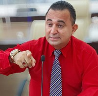 """Arnaldo Barros cobra da prefeitura recuperação de ruas na capital: """"três pessoas já morreram em acidentes"""""""