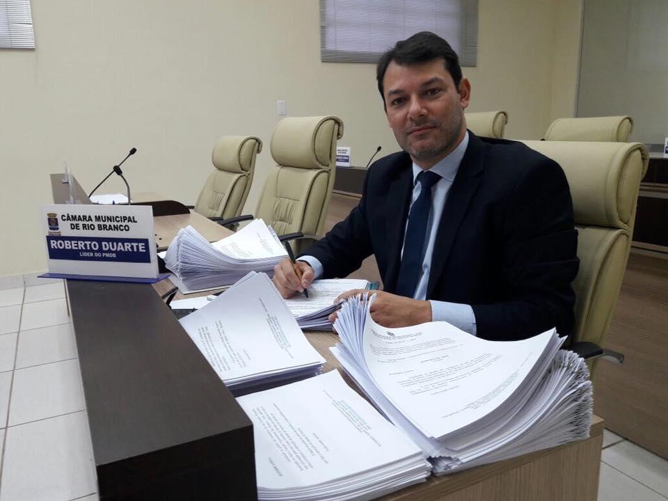 Roberto Duarte apresenta 405 indicações após recesso parlamentar