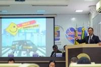 Celio Gadelha apresenta projeto para transporte escolar