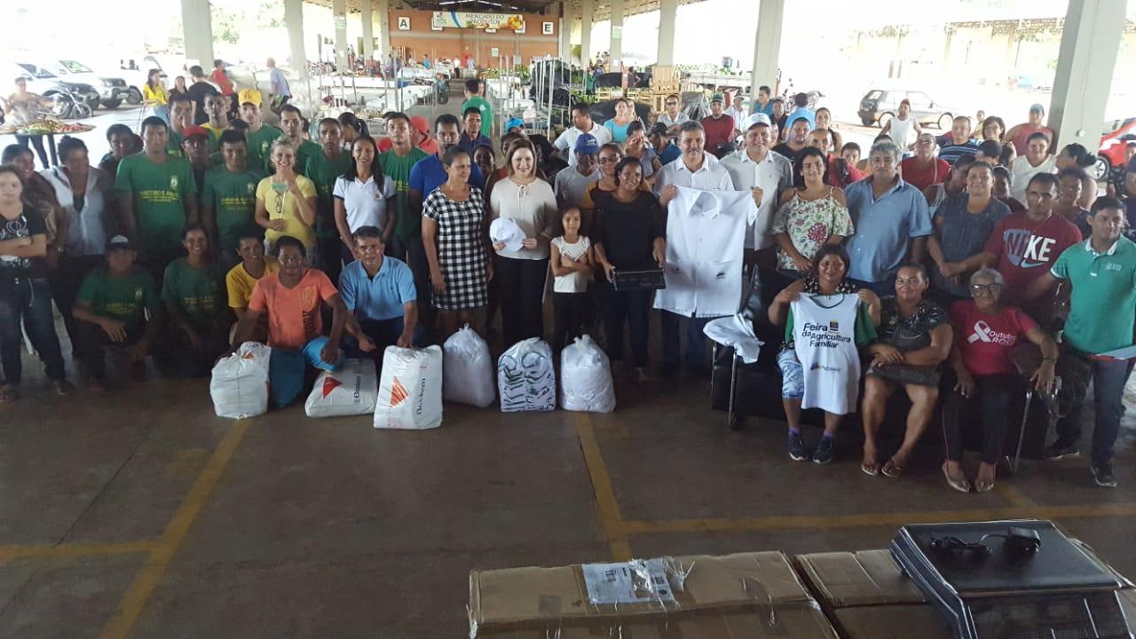 Com recursos de suas emendas, vereador Dankar entrega kits para agricultura familiar e instituições sociais