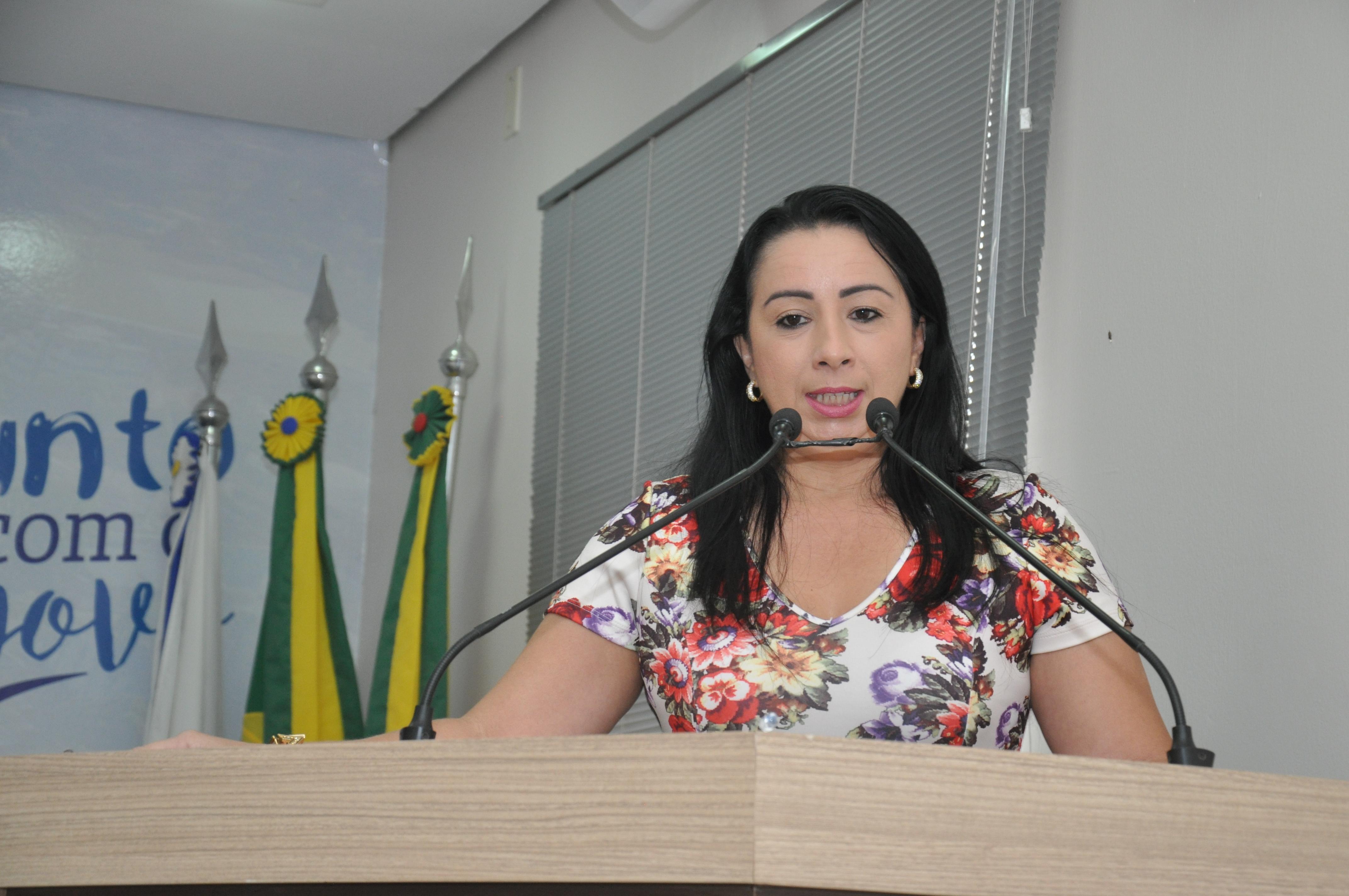 Elzinha Mendonça fala sobre importância do combate ao câncer de mama