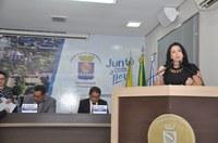 Elzinha Mendonça levanta discussão sobre o número de mulheres candidatas
