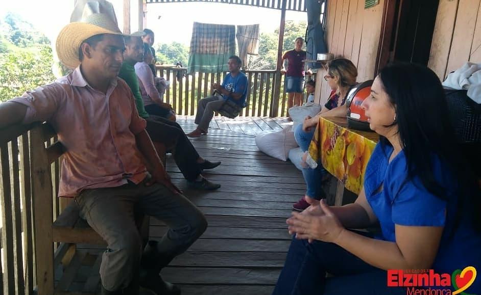 Elzinha Mendonça visita moradores da Transacreana