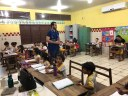 Emerson Jarude fiscaliza kits escolares recebidos por escolas municipais