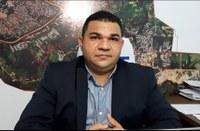 Fábio Araújo defende a retomada das obras no município e questiona o fechamento do Mercado Elias Mansour durante o feriado de Tiradentes