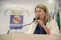 Lene Petecão denuncia abandono de espaços públicos gerenciados pelo governo