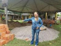 Lene Petecão fiscaliza obra da Escola Municipal Raimundo Hermínio de Melo