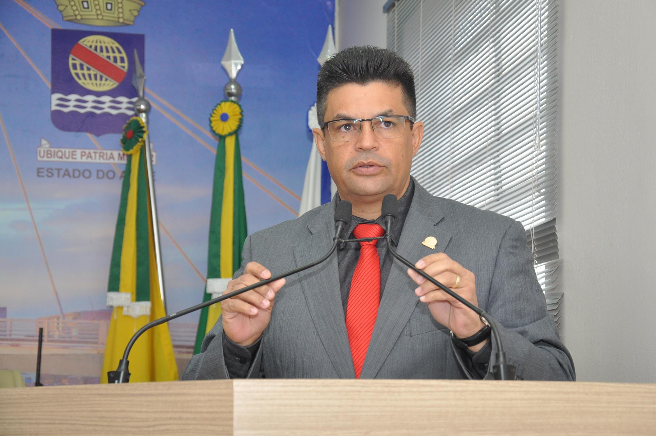 Presidente Manuel Marcos apresenta proposta que institui o Dia do Cerimonialista no Município de Rio Branco