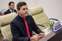 Raimundo Neném apresenta reconhecimento a policiais