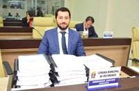 Revogaço: Emerson Jarude faz entrega a vereadores de catalogação das Leis Municipais