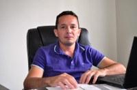 Vereador Adailton Cruz critica prefeito Bocalom pela anulação do decreto que liberava o funcionamento dos templos religiosos.