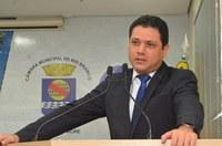 Vereador Luz critica direção da Escola Menino Jesus por não convidar o deputado Flaviano Melo para aniversário dos 70 anos da instituição