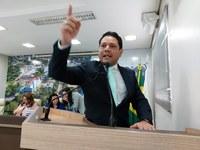 Vereador Luz critica governador Gladson Cameli por manter comércios e igrejas fechadas