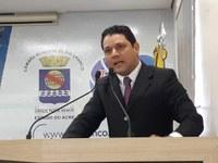 "Vereador Luz critica Prefeitura por falta de kit escolar: ""Como estudar sem material""?"