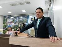 """Vereador Luz denuncia construção de parada de ônibus """"chique"""" pela Prefeitura no valor de R$ 260.590,36"""