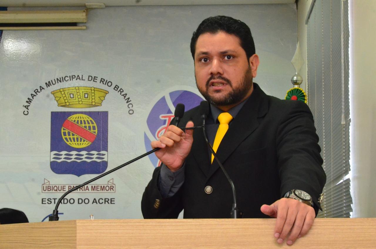 Vereador Luz solicita que Prefeitura disponibilize consultas gratuitas a cães e gatos das pessoas de baixa renda