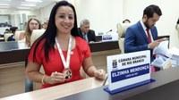 Vereadora Elzinha Mendonça recebe medalha Alferes Tiradentes