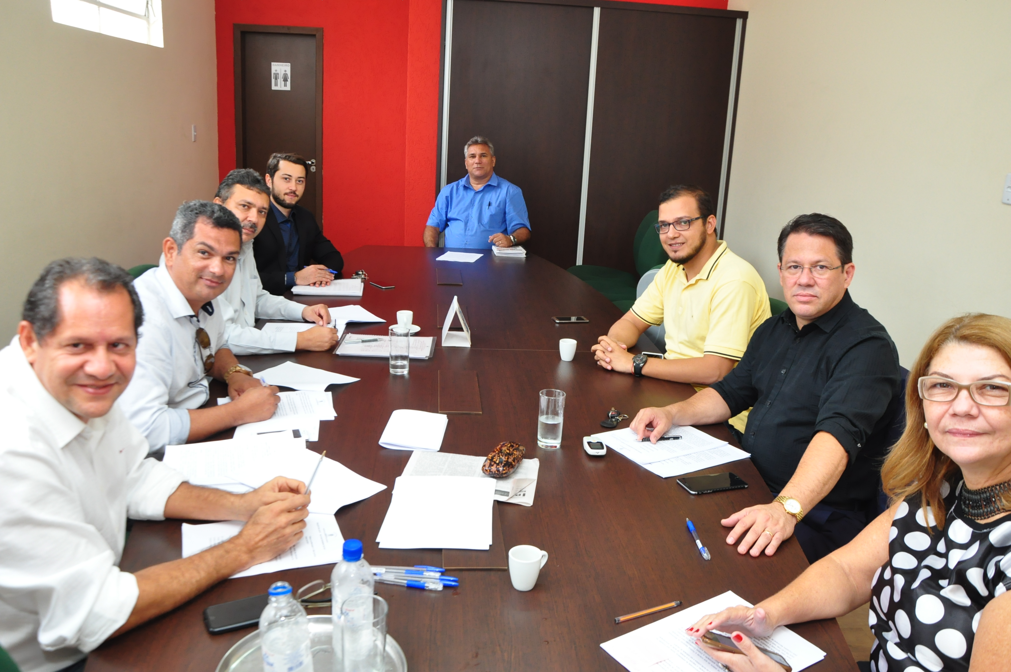 Vereadores se reúnem para debater sobre aumento tarifário